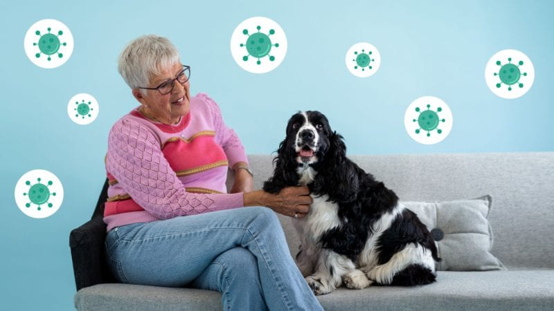 hundeejer og hund i coronaVuffeli hundeblog