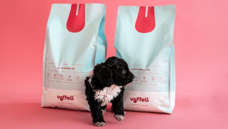 hund mellem foder poserVuffeli hundeblog