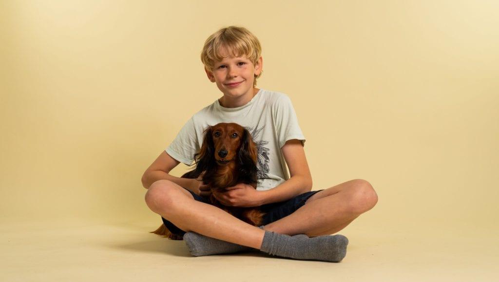 dreng med hundVuffeli hundeblog