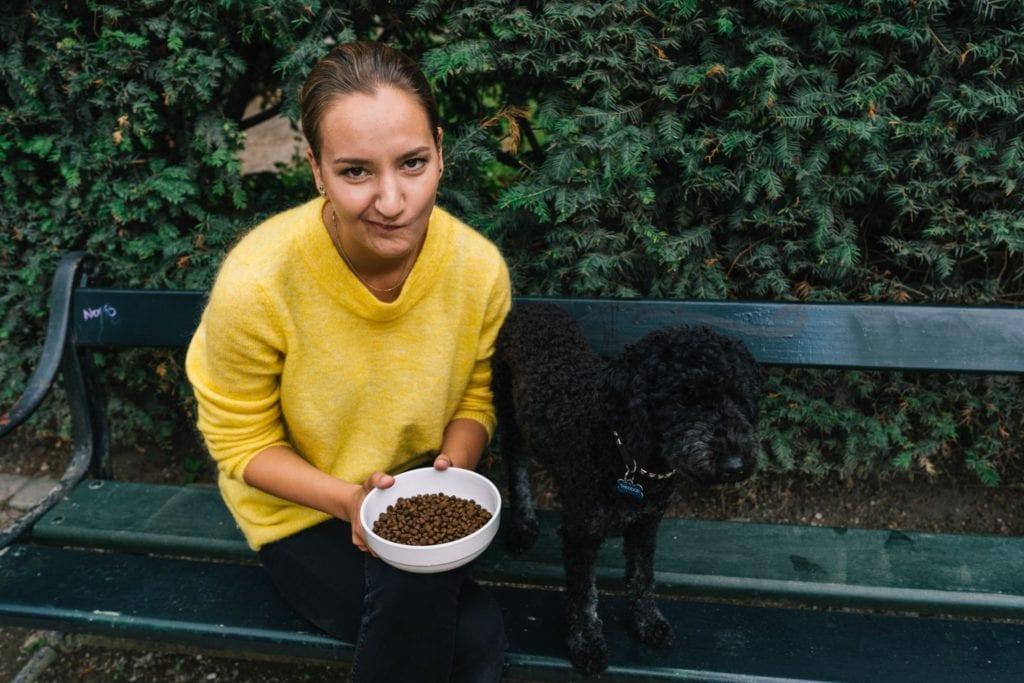 hund vil ikke spise og ejer er bekymret