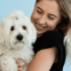 pige med allergivenlig hund der ikke fælder