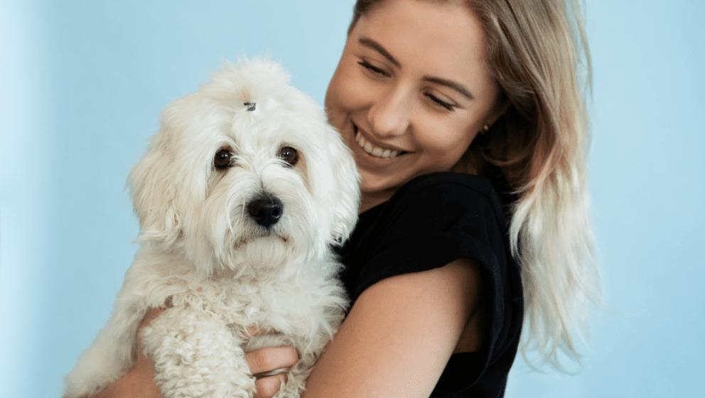 pige med allergivenlig hund der ikke fælderVuffeli hundeblog